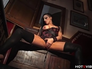 The gritty and intoxicating Gigi Love ravages her clit with the HotGVibe and...