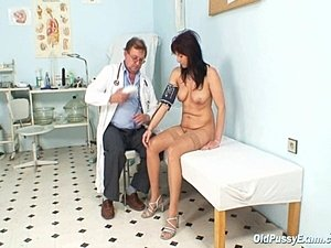 young coy teen gyno exam