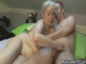 mother daughter threesome videos