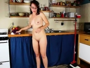 kitchen lesbian pussy