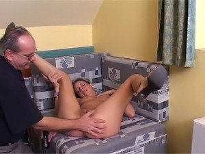 amateur young girl casting tubes