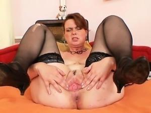 devki-drochat-starikam-porno-video