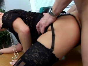 wife with black group in motel