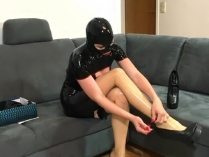 free amateur pictures heels big tits