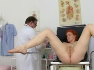 free tube porn tall blonde masturbates