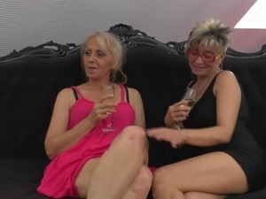 mature lesbian length porn vids