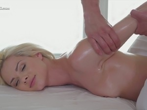 Oiled ass shaking