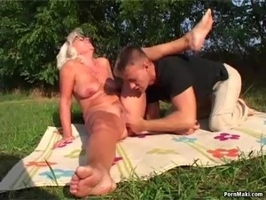 Eat hairy pussy