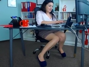 Sex scenes from secretary
