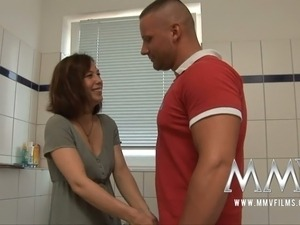 bathroom sex hien videos