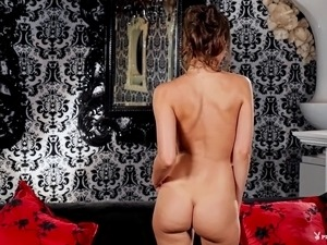 sexy tanned ass in thong