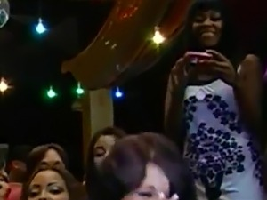 CFNM party ladies muching on stripper cock