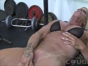 beuatiful blonde spreading puss machine video