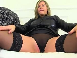 videos milfs having orgasm