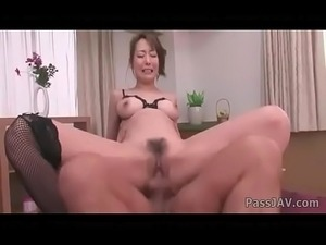 squeezing testicles helps in anal sex