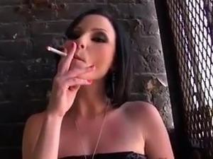 sexy black women smokeing
