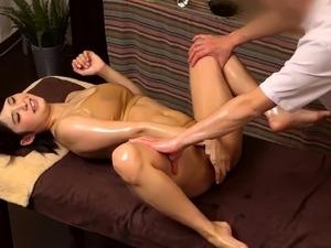asian girl gets erotic massage